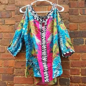 Beautiful vibrant keyhole cold shoulder top🦋